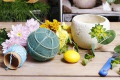 Etapas de fazer a decoração floral Foto de Stock Royalty Free