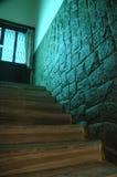 Etapas de madeira da parede de pedra Imagens de Stock Royalty Free