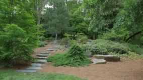 Etapas de pedra e no jardim Fotografia de Stock Royalty Free
