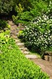 Etapas de pedra naturais do jardim foto de stock royalty free