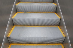 Etapas em uma escada rolante Fotos de Stock Royalty Free