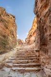 Etapas que conduzem ao anúncio Deir (aka o monastério ou o EL Deir) na cidade antiga de PETRA (Jordânia) Imagem de Stock Royalty Free