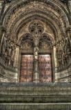 Etapas a um jogo de portas góticos da igreja. Imagens de Stock