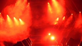 Etapp med rök- och fläckljus presentationen för begreppet för bakgrund 3d isolerade framförde illustrationen white Modernt podium Royaltyfria Foton