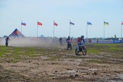 Etappen av den europeiska mästerskapet i motocross i grupper 65, 85 och öppnar Arkivfoton