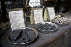 Etapper av kolbränningen för en hovslagare shoppar Arkivfoton