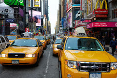 29 03 2007, Etats-Unis, New York : Embouteillages de taxi jaune Image stock