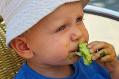 Eten candyfloss stock afbeelding