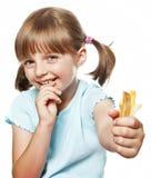 Eten van het meisje frieten stock afbeeldingen