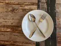 Etend materiaal dat op de eettafel wordt geschikt stock afbeelding