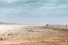 Eterisk liggande av en strand under sandstorm Royaltyfri Foto