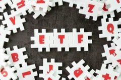 ETF, Austausch handelte Kapitalskonzept, weiße Puzzlespiellaubsäge mit alph stockfotografie