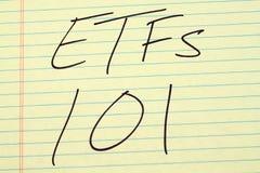 ETFs 101 σε ένα κίτρινο νομικό μαξιλάρι Στοκ φωτογραφία με δικαίωμα ελεύθερης χρήσης