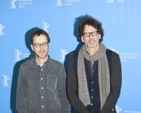 ¡Ethan y Joel Coen asisten al saludo del `, César! ` Fotografía de archivo libre de regalías