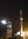Ethem bejmoské och klockatorn i Tirana albacoren royaltyfri bild