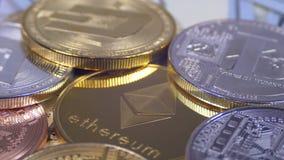 Ethereum和另外Cryptocurrency Bitcoin, Litecoin、破折号美元硬币和票据转动 股票视频