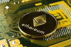 Ethereum è un modo moderno dello scambio e di questa valuta cripto fotografia stock