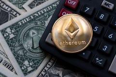 Ethereum золотых монеток, тайнопись стоковые фотографии rf