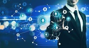 Ethereum с бизнесменом на голубой светлой предпосылке Стоковое Изображение
