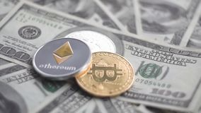 Ethereum golder和银在的bitcoin旋转美元 换隐藏货币的概念 财务的概念 股票录像