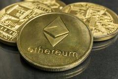 Ethereum gouden muntstukken, het concept van Blockchain Cryptocurrency, Ethereum-nieuws royalty-vrije stock foto