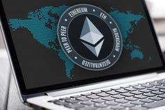 Ethereum waluty znak na laptopu ekranie Obrazy Royalty Free