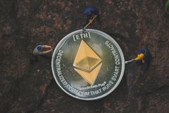 Ethereummijnbouw en mijn ETH op uw apparaten met onze toepassingsgerichte mijnsoftware Mijnbouwcryptocurrency royalty-vrije stock foto