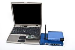 Ethernet-Schalter und -telefon auf Weiß Lizenzfreies Stockfoto