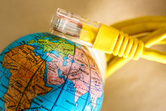 Etherneta kabel dla komputeru i kuli ziemskiej Zdjęcia Royalty Free