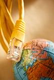 Ethernetkabel och jordklot Arkivbild