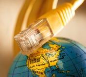 Ethernetkabel och jordklot Royaltyfri Fotografi