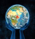 Ethiopië op aarde in handen Stock Foto