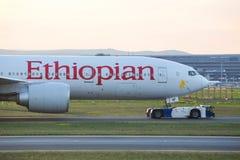 Ethiopian Airlines flygplan på frankfurterkorvflygplatsen Tyskland Royaltyfria Foton