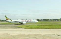 Ethiopian Airlines flygplan på Heathrow Arkivfoto