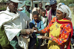 Ethiopian farmer receives money for sale corn Royalty Free Stock Images