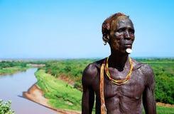 Ethiopische mens dichtbij een rivier Royalty-vrije Stock Fotografie