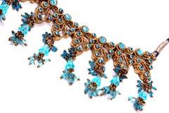 Ethnische blaue Halskette Stockfoto