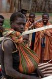 Ethnische Karamojong Dorfbewohner, Uganda lizenzfreie stockfotografie