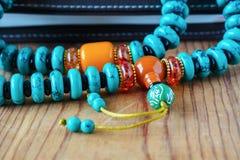 Ethnische Perlen von verschiedenen Farben Lizenzfreie Stockbilder