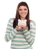 Ethnische weibliche Holding-Piggy Querneigung auf Weiß Stockfotos