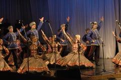 Ethnischer Tanz mit Schneemann von Olympischen Spielen 2014 Stockbilder