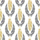Ethnisches nahtloses Muster mit Schönheitsfedern Stammes- Feder der Weinlese in den Schwarz- und Goldfarben Stockfoto