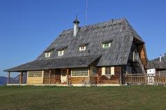 Ethno村庄在山自然公园Mokra Gora,塞尔维亚 免版税库存照片