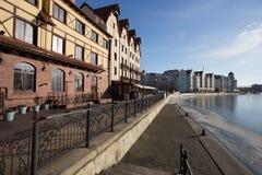 Ethnographic fiskeläge - och handel-hantverk mitt i Kaliningrad Fjärdedel byggda hus i den tyska stilen Fotografering för Bildbyråer