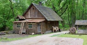 Ethnographic museum av en retro jordbruks- utrustning Arkivfoto
