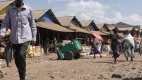 Etiópia, Bahir Dar, em janeiro de 2015, cena da rua de um mercado vídeos de arquivo