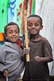 Etiópia: Grupo de guerreiros novos Fotos de Stock