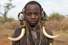 Jovem mulher de Mursi, Etiópia fotos de stock royalty free