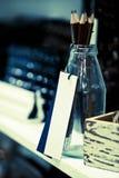 Etichetta bianca per una bottiglia fotografia stock libera da diritti