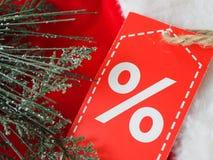 Etichetta con uno sconto sul cappuccio di San Nicola, un'opportunità per gli sconti di Natale fotografie stock